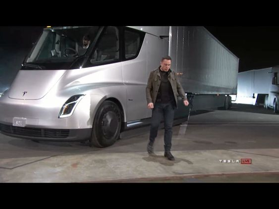 EL-LASTEBIL: Tesla Semi ble lansert tidligere i høst med svært imponerende spesifikasjoner hva gjelder rekkevidde, lading og hastighet. Det blir spennende å se hva bilen kan gjøre når den når markedet.
