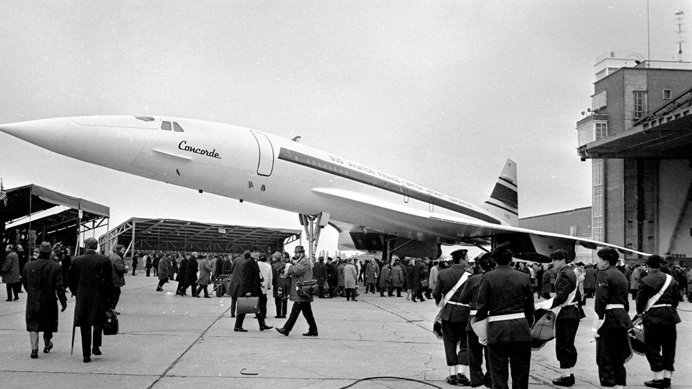 Concorde rulles ut av fabrikken i Toulouse og vises fram offentlig for første gang 11. desember 1967.