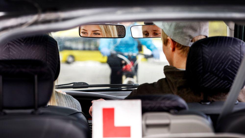 Andelen unge som tar førerkort har lenge gått nedover, men nå er den på vei oppover igjen.