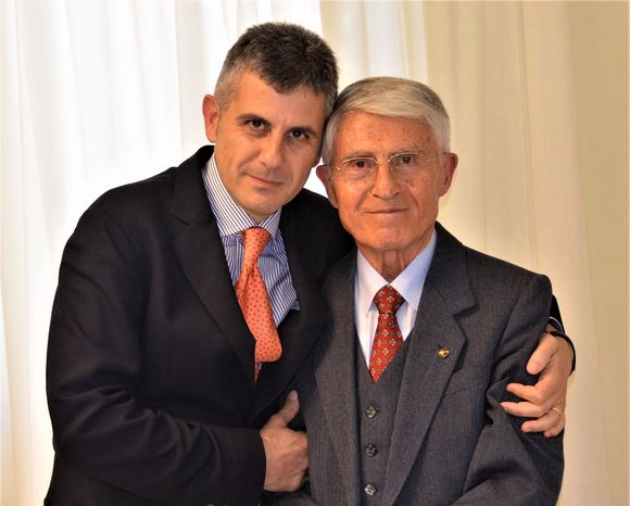 Piero Mastroberardino er 10. generasjon vinmaker, her medfaren Antonio.