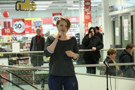 SHAKE UP THE CHRISTMAS: Jenny Norén song hitsongen til gruppa «Train».