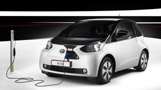 Toyota ruller ut minst ti nye elbiler