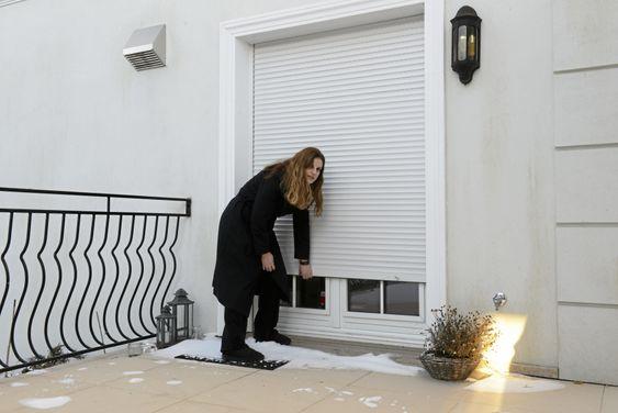 SKALK ALLE LUKER: Familien Skiri har persienner som gjør det nesten umulig å bryte seg inn. Innbruddstyvene måtte klatre tre etasjer opp på husfasaden.