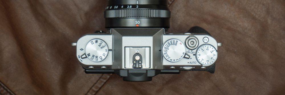 Fujifilm kjører som vanlig på med gjennomført retrobetjening, noe vi liker - det gir en hvis «godfølelse», av å være tettere på fotoprosessen og skapelsen av bildet. Men det er nok litt subjektivt, og passer selvsagt ikke for alle.