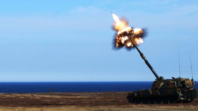 Den nye Nammo-ammunisjonen testskytes fra en K9 på skytefeltet Ravlunda i Sverige.