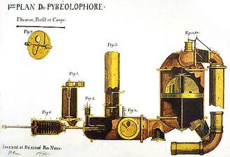 1790-1860: En lang rekke forskere og ingeniører utvikler ulike versjoner av motorer basert på prinsippet med en sylinder der det skjer en forbrenning. I 1807 utvikler de franske brødrene Claude og Nicéphore Niépce en motor som forbrenner en blanding av kullstøv og harpiks.