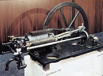 1876: Tyskeren Nikolaus Otto tar patent på firetaktsmotoren. Prinsippet er i dag kjent som en Otto-syklus. Motoren er omtrent dobbelt så effektiv som Lenoirs, og fram mot 1875 blir det produsert 634 eksemplarer.