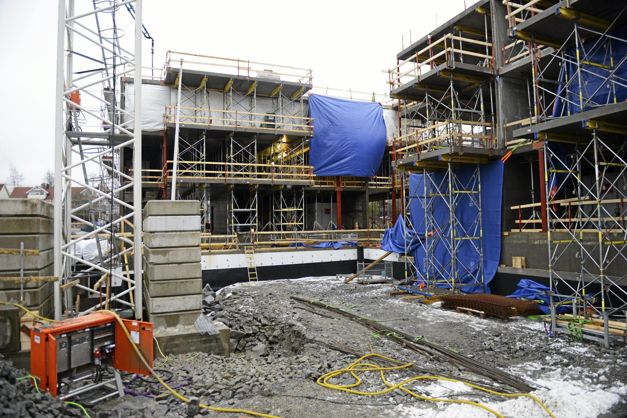 RÅBYGGENE: Her er råbyggene på vei opp, de skal være ferdig etter sommeren 2018, og leilighetene skal være innflyttingsklare i juni 2019.