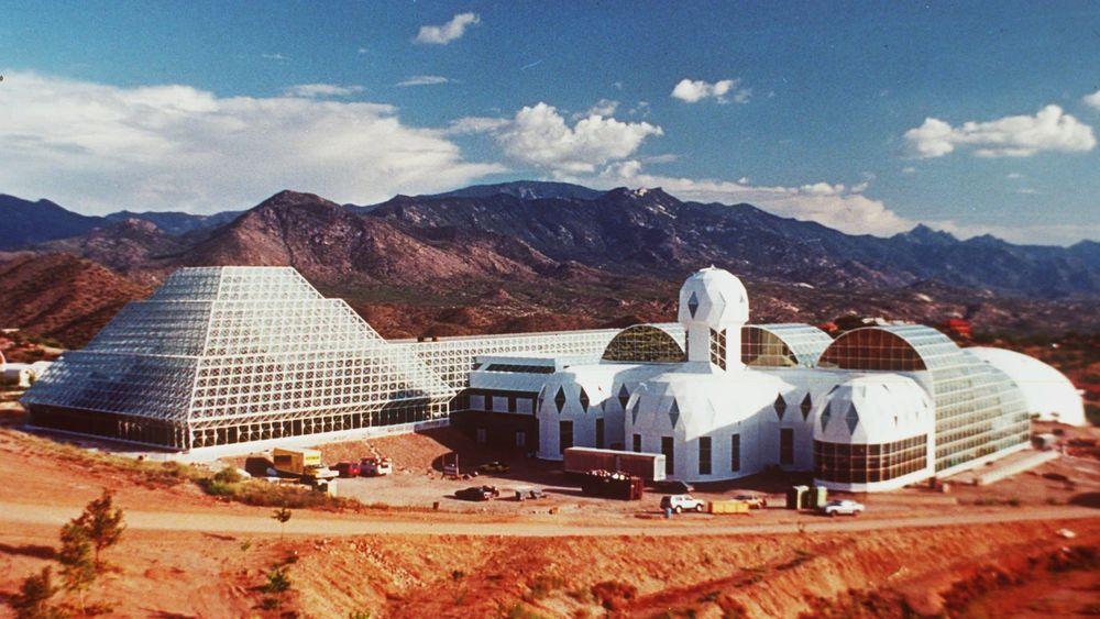 Slik så Biosphere II-anlegget ut da de første åtte flyttet inn i 1991.