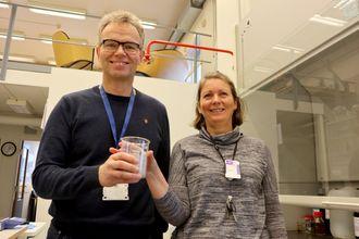 Ikke askefast: Teknologisjef i Norsep, Per Bakke og daglig leder i morselskapet OiW, Susan Heldal, har stor tro på at ny prosessteknologi kan hente ut verdifulle råstoffer og redusere både mengden og farlighetsgraden av flyveasken.