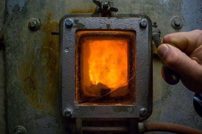 Her lages fjernvarme: Energigjenvinningsetaten i Oslo produserer store mengder energi i form av varme på Haraldrud. Dette reduserer det tidligere avfallsproblemet til en brøkdel, men genererer også et nytt mindre et i form av bunn- og flyveasken. Det ønsker etaten å gjøre noe med.