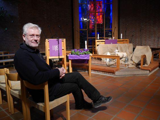 GLEDER SEG: – Vi håper på fulle hus, og skal gjøre vårt for at du får en flott opplevelse i kirken i julen, sier sogneprest Dag Høyem.
