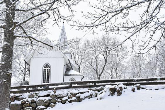 KJÆRT BARN HAR MANGE NAVN: Oppegård kirke - den alle kaller Svartskog kirke, men som ikke heter det.