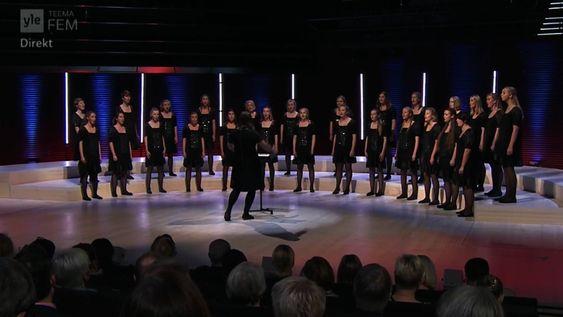 KLINGER GODT: Koret sang på finsk tv tidligere i høst.