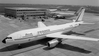 10. mai 1974 leverte Airbus sitt første fly - et 270-seters A300B2. Lanseringskunden var Air France.
