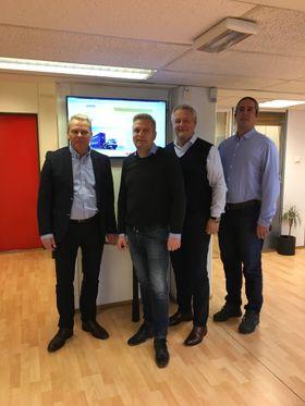 Hesselberg skal selge Terberg i Norge. Fra venstre: produktsjef Bjørn Gustavsen, Claus Lilleholt fra Terberg Scandinavia, Per Erik Pedersen salgsdirektør hos Hesselberg Truck og Lasse Oug, ettermarkedsjef.
