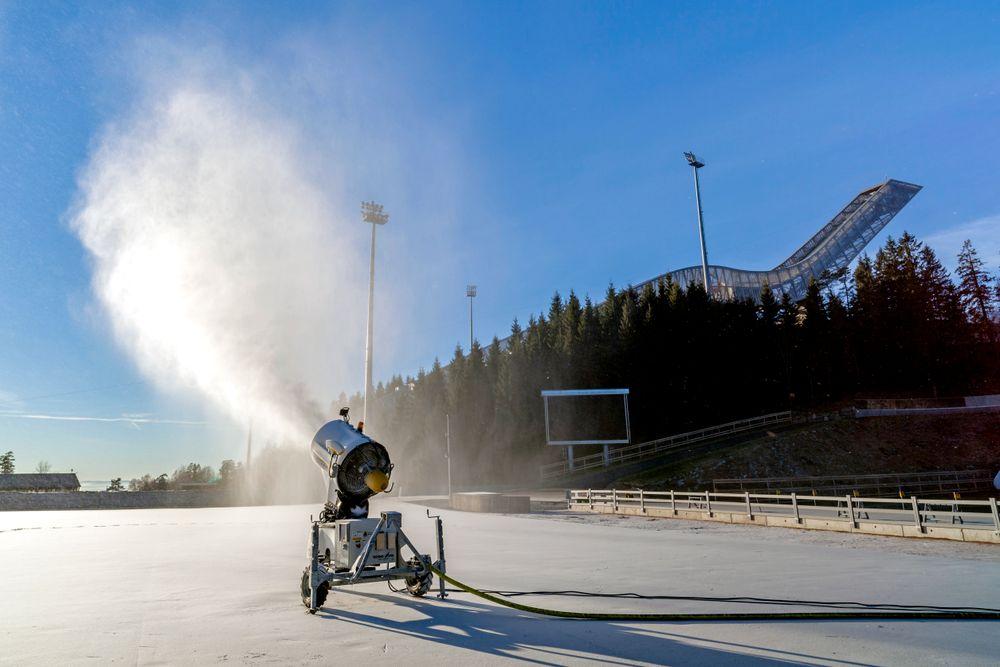 Energisluk: Ettersom varmen stiger og snøen smelter øker behovet for kunstig snø. Nå inviteres industrien til være med å redusere energibruken og dermed kostnadene og miljøavtrykket kunstsnø gir. gir.