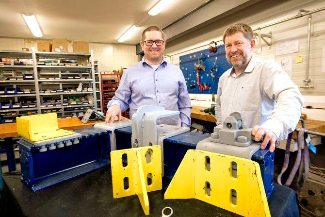 Prototyp: John Sverre Gundersen (t.v.) og Sigbjørn Ullestad med prototypen av patentet.