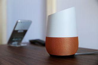 Taleassistenten Google Home kan styre en del smarthjemprodukter.