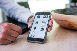Med Eatons app kan man styre ulike komponenter i huset.