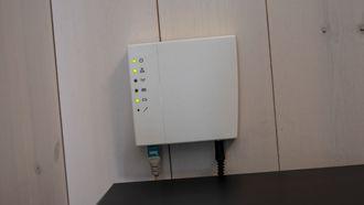 Denne kontrolleren er bindeleddet mellom appen og de smarte komponentene i huset som er utstyrt med Eaton-komponenter. Den håndterer Eatons egen xComfort-protokoll.
