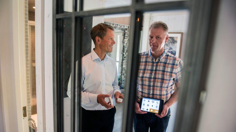 Eatons administrerende direktør Jon Helsingeng og produktsjef Bård Ståle Kvitberg jobber med smarte hjem. I del to av denne guiden går vi nærmere gjennom hva du bør vite for å få de smarte komponentene i hjemmet til å snakke sammen.