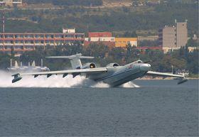STØRRE: Beriev A-40 målte 43.84 meter og hadde et vingespenn på 41.62 meter.