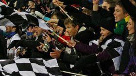 OPTIMISME: Skaasheim fryda seg saman med publikum når Sogndal rykte opp til eliteserien i år 2010. Som syttenåring hadde han alt debutert på Sogndal dette året, i cupkampen mot Årdal.