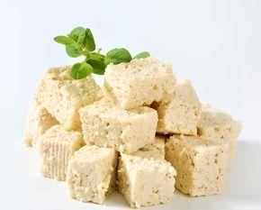 Vegansk ost - her laget av tofu - tar over for ost i mange sammenhenger.