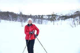 PÅ TUR MED BARNEBARNA: Kari Lysne var på skitur med barnebarna Linnea og Emely i Ofredalen fyrste nyttårsdag.