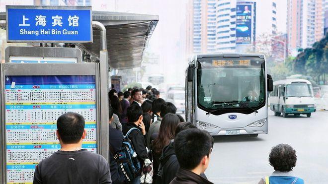 Shenzhen, rett nord for Hong Kong, har verdens uten sidestykke største flåte av elbusser.