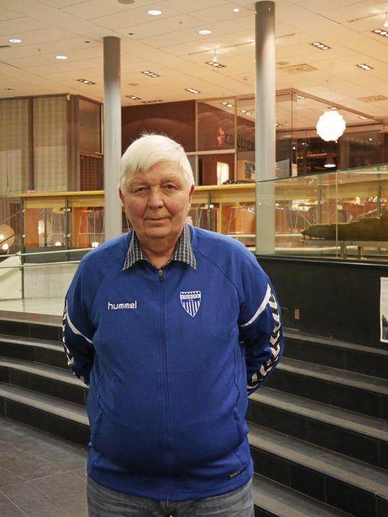 HEDRES FOR INNSATSEN: Kyrre Riis har i mange år stått utrettelig på for basketsporten i Kolbotn IL. For dette arbeidet er han nå nominert til Frivillighetsprisen.