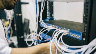 Er i ferd med å rulle opp en av de største IT-skandalene noensinne på svensk jord. Midt i dramaet står Atea