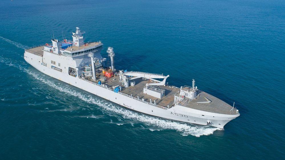 Forsvarets nye logistikk- og støttefartøy KNM Maud på den første sjøprøven i nærheten av verftet på Geoje sørøst i Sør-Korea.