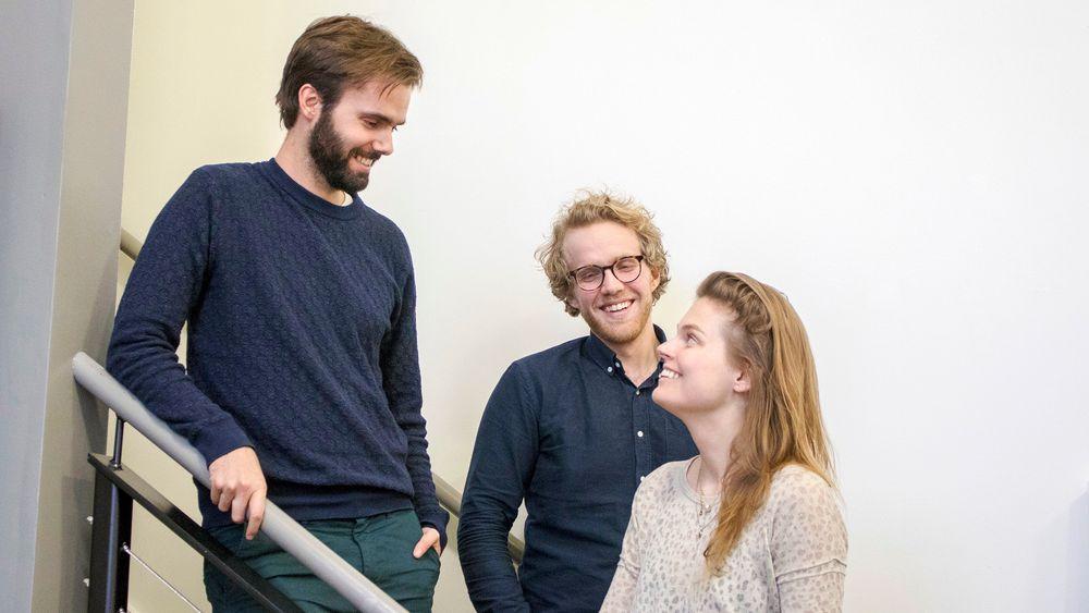 SafetyWing:  17. januar går den nye digitale forsikringstjenesten på lufta. Tre av de fem ansatte jobber i Silicon Valley hos Nordic Innovation House i Palo Alto. Fra venstre Sondre Rasch, Hans Kjellby og Sarah Sandnes.