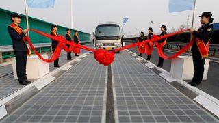 Tyver stjal deler av splitter ny solcelle-motorvei
