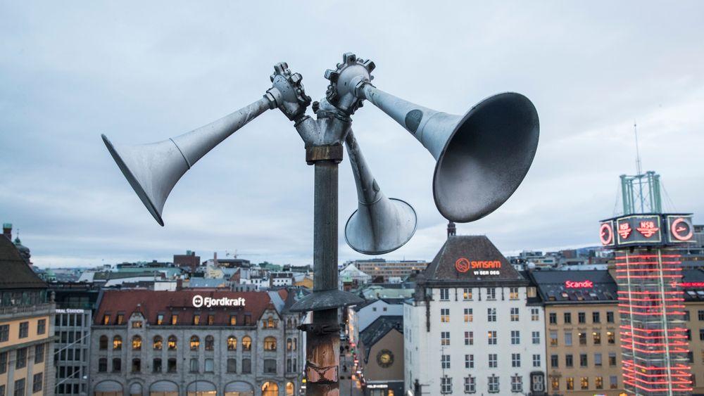 En tyfon, på folkemunne kalt flyalarm, på taket av Østbanehallen i Oslo.