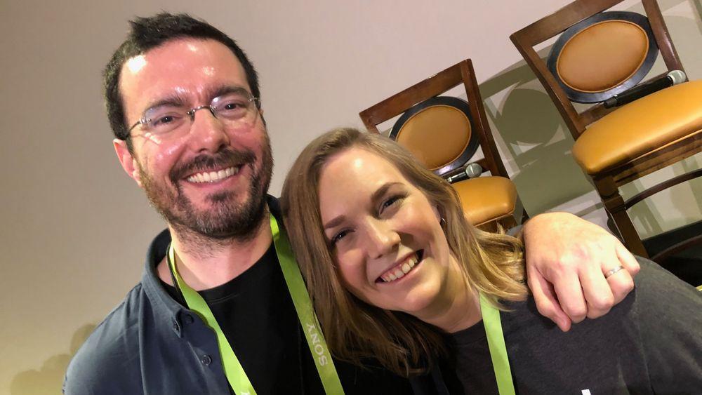 """Julio Terra er """"Director of outreach"""" i Kickstarter. Han skryter uhemmet av Wiral og Emilie Aabakken: - Det er bare en promille av prosjektene som har slik suksess."""