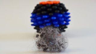 Skulle spare havet for hundretusener av plastpartikler fra klesvask - men Coraballen funker ikke