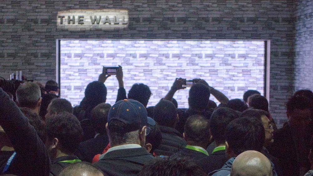 """Ekte LED-TV: Samsungs nye 146 tommer """"the Wall"""" store demonstasjon av MicroLED var imponerende og vi var ikke de eneste som synes dette var et flott syn."""