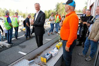 Solvik-Olsen fikk et skikkelig tilskudd til samlingen sin av små lastebil- og maskinmodeller av MEF Østfold-styremedlem, Per Brynildsen.