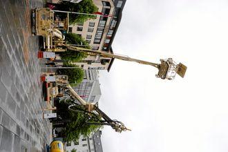 BÆRERE: Normet lanserte også ny bærer med to arbeidsplattformer (maskinen til venstre).