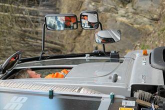 Et ekstra speil er montert for å få med seg alle detaljer på asfalt eller fortauskanten.