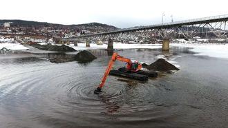Waterking graver grøft for nye vann- og avløpsledninger like ved Vingnesbrua mellom sentrumssiden i Lillehammer og Vignes før påske. Ledningene er nå lagt og grøfta fylt igjen.