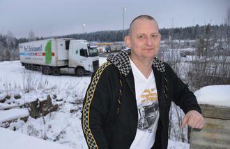 En blid og imøtekommende mann, sier Arild W. om Simen Tangnes som ble fotografert utenfor Nebbenes Kro på E6 nordover.