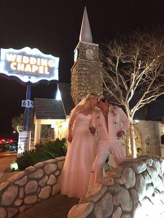 En time etter at bryllupet ble avtalt, hadde Hanne og Kai Roger «Elvis-bryllup» i et av Las Vegas' bryllupskapeller.