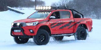 TØFFE: Toyota Hiluxen i Børning II-filmen er prototypen på Arctic Trucks versjon av nye Toyota Hilux.
