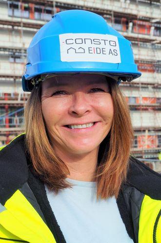 Prosjektleder Lisa Granli fra Consto Eide AS er fornøyd med den kontrollerte herdingen det mobile varmekraftverket gir.