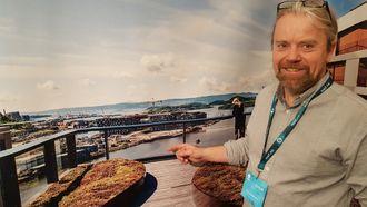 Jostein Sundby er takhagegartner, og har flest oppdrag i forbindelse med sedummatter på tak. Et mindre men lovende marked for Bergknapp AS er sedummatter i forbindelse med veibygging. Bildet er fra standen på Arctic Entrepreneur 2017 på Gardermoen.