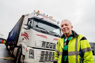 Sverre Nilsen elsker å kjøre lastebil, og å reparere og vedlikeholde dem. Det har han gjort i 52 år.